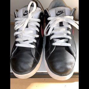Nike shoes black red and white size 11.5 year 2011